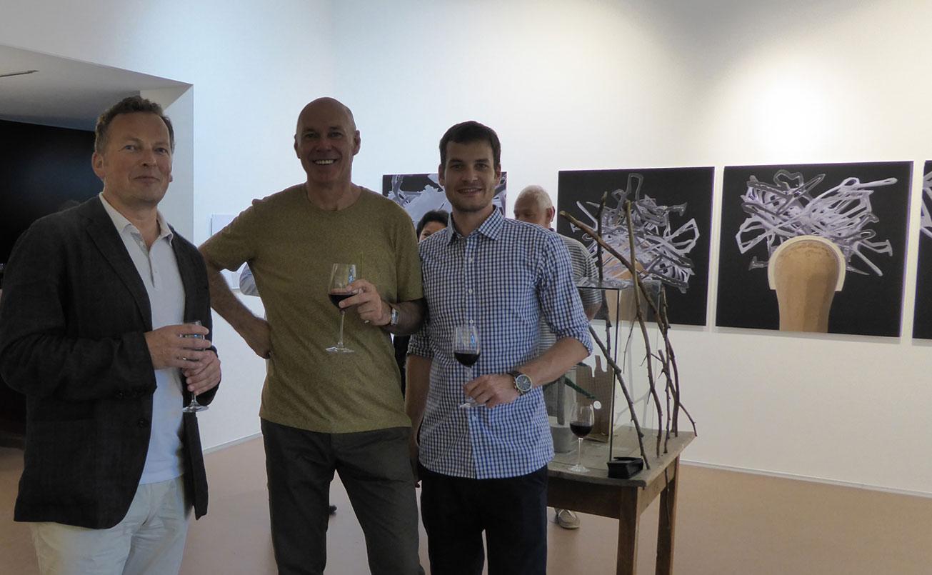 Peter Weinhaeupl und mein Sohn Robin, der vor seiner Masterprüfung ( Master of Science ) eine Auszeit für den Galerierundgang nutzte.
