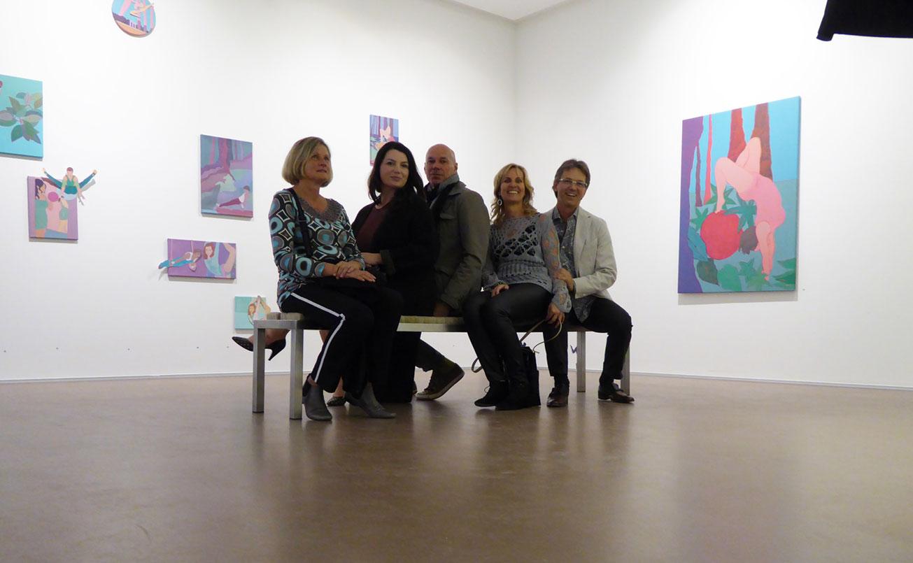 Teilnehmer nach der Kunstwerkbetrachtungsturnstunde mit Artworktrainerin Sula Zimmerberger.