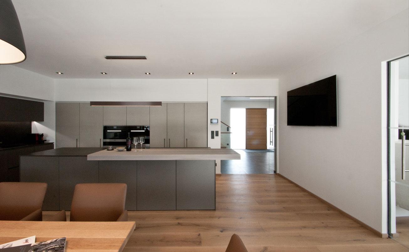 Küche mit Blick zum Foyer