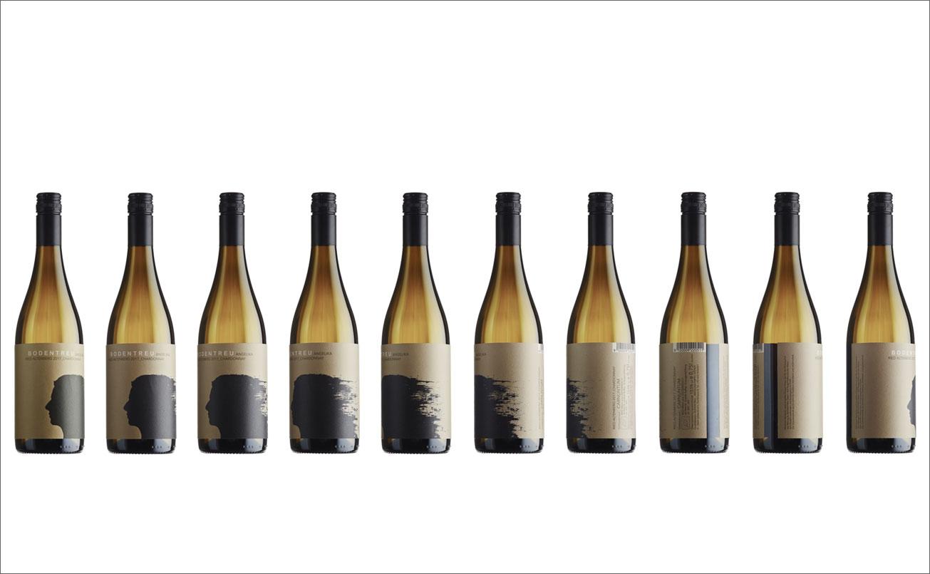 Weissweinsortiment mit Etikettenabfolge