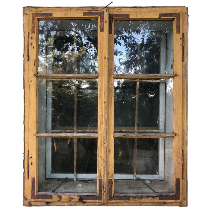 Originalfenster wurden im Stadl Nebengebäude eingebaut. Blick in die Zukunft.