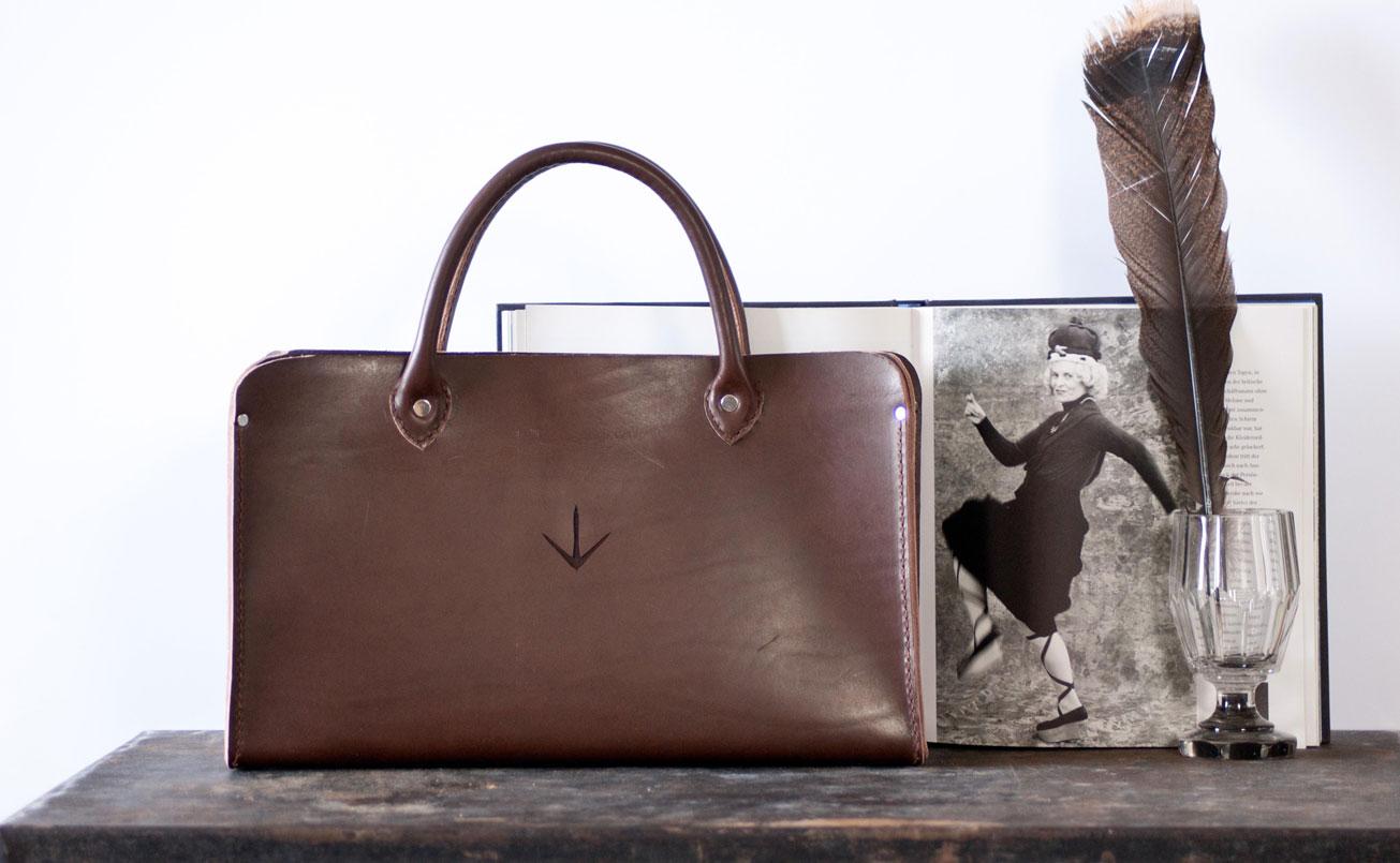 Bernagut Tasche mit Image VIVIANNE WESTWOOD und Feder eines Puter